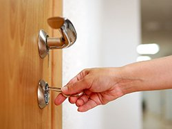 City Locksmith Services Milwaukee, WI 414-909-8866